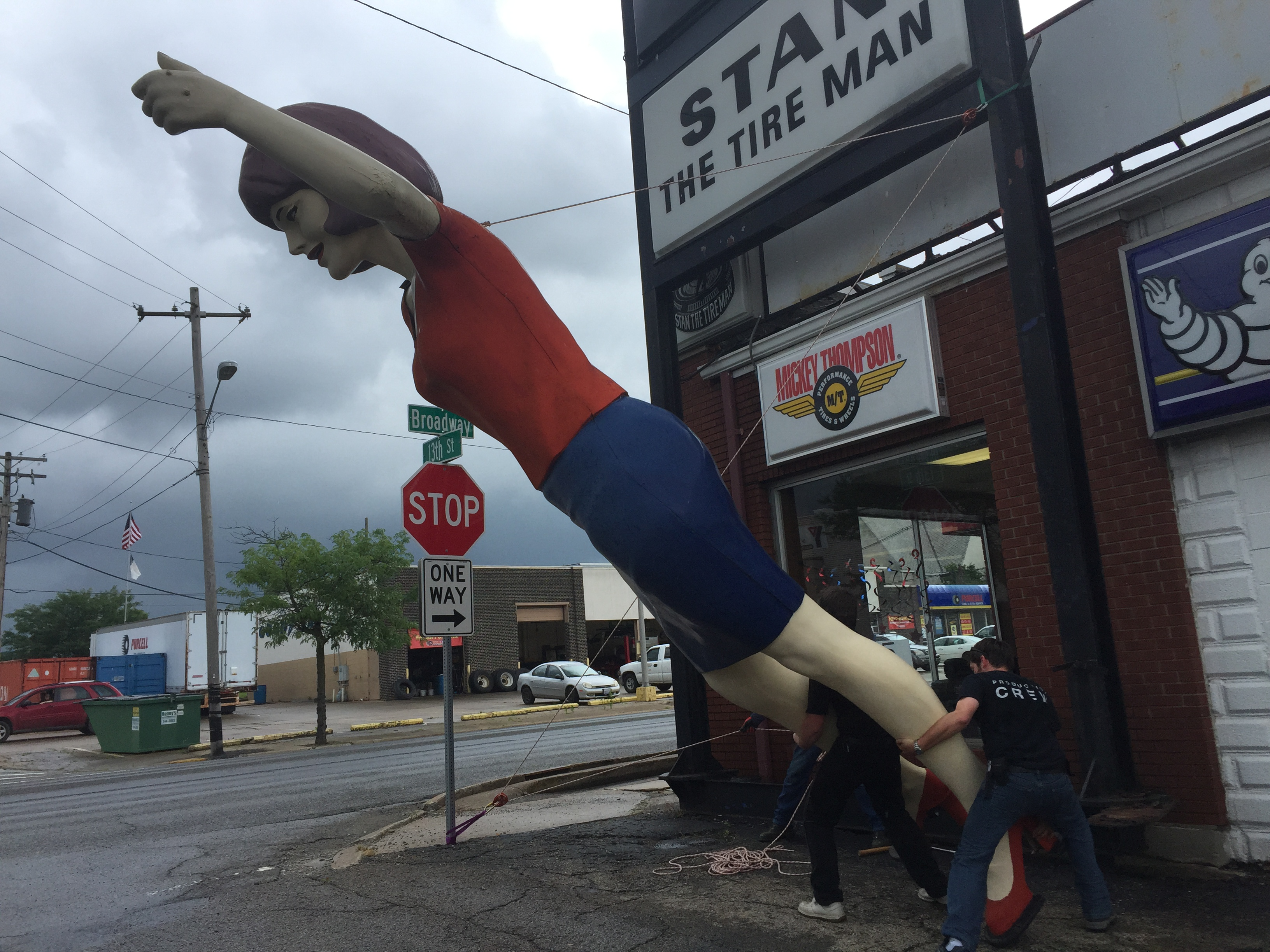 The Tire Man >> Stan The Tire Man Uniroyal Gal Comes Down In Mt Vernon Il
